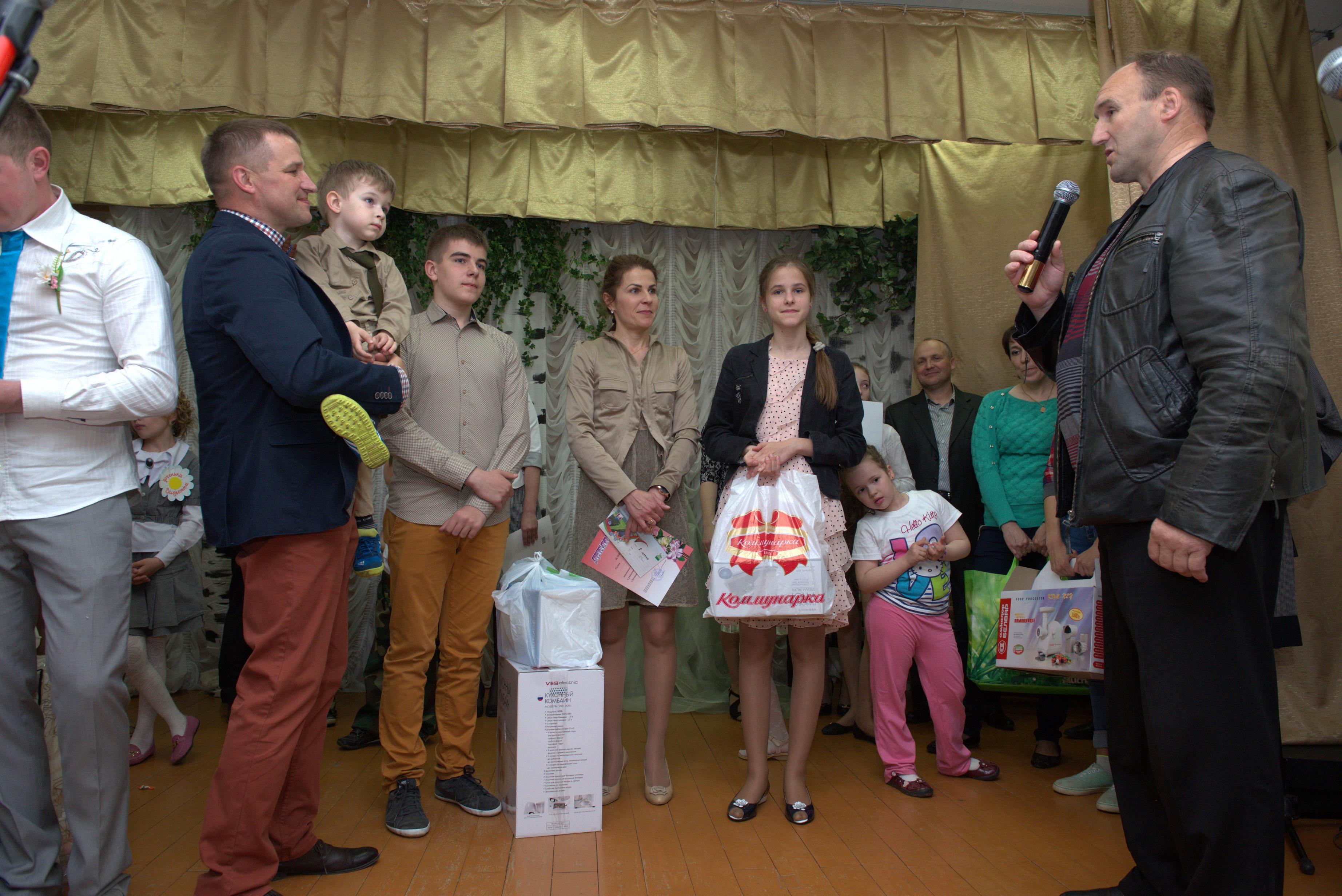 сотрудничаем конкурс многодетных семей поздравление прямоугольной гостиной